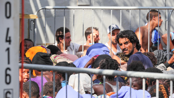 Eu migrant and refugee crisis header 00